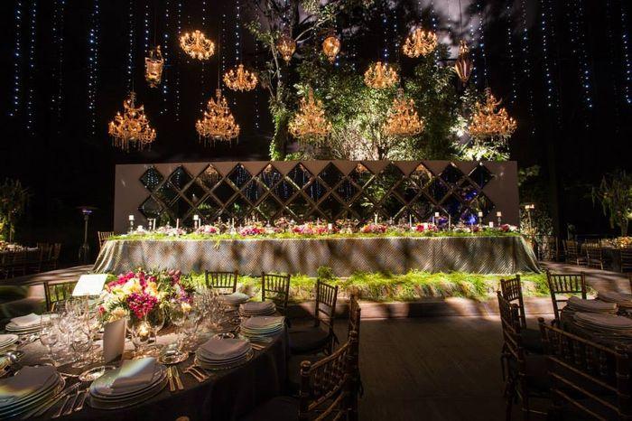 Ideas para como decorar la mesa de los novios para cada for Como decorar una mesa de jardin