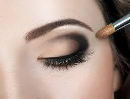 Cabello Negro Maquillaje Y Peinado