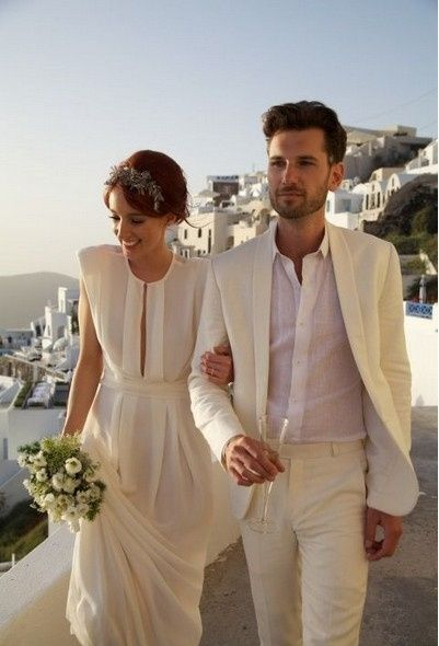 8a166b7160 Tour para un matrimonio en la playa - traje del novio