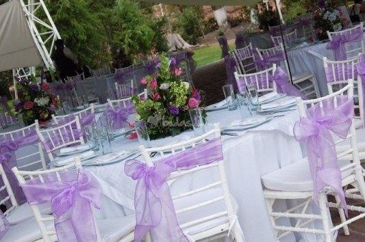 decoración lila en la boda