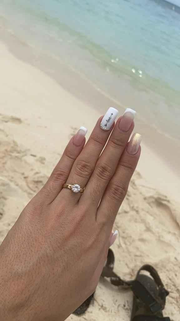 Dónde se debe usar el anillo de compromiso, y luego de la boda en donde se ubican los dos - 2
