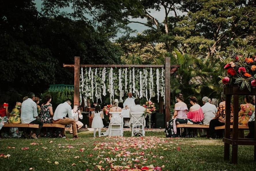 Angee Fernández Wedding and Event  Planner
